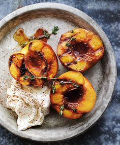 Honey-Glazed Roasted Peaches with Mascarpone Williams-Sonoma Taste Honey-Glazed Roasted Peaches with Mascarpone Williams-Sonoma Taste Zucker Zimt und Liebe zuckerzimtliebe Grillen Barbecue Honey Glazed Roasted Peaches hellip Fruit Recipes, Dessert Recipes, Cooking Recipes, Plum Recipes Healthy, Pureed Recipes, Nutella Recipes, Skillet Recipes, Juice Recipes, Simple Recipes