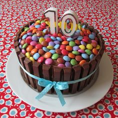 10 kit kat and smarties cake Kids Chocolate Cake, 10 Birthday Cake, Birthday Ideas, Smarties Cake, Surprise Cake, Candy Cakes, Girl Cakes, Celebration Cakes, Cakes And More