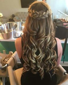 Have you tried home made remedies that claim to stop hair loss, but the results have been disappointing? This is 2019 and we now have a much greater understanding on what causes hair loss and… Quince Hairstyles, Pretty Hairstyles, Braided Hairstyles, Wedding Hairstyles, Hairstyles For Dances, Hairstyles For Graduation, Curly Homecoming Hairstyles, Sweet 16 Hairstyles, Graduation Hair