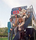 THE WHO - UK rock group about 1966 from left Pete Townshend, John Entwistle,Keith Moon (on steps) and Roger Daltry - Stock Photo