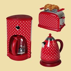 Cherry Kitchen, Red Kitchen, Kitchen Colors, Kitchen Items, Kitchen Ideas New House, Diner Decor, Rustic Country Kitchens, Red Cottage, Picnic Time