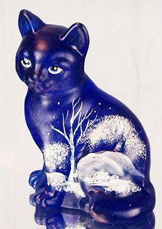 H-9,5 см Фентон художественного стекла заседание Cat, Кобальт синий расписанную с Moonlight Wonder. Сделано в США. Фентон Цена: $ 38.50