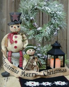 Cute snowmen...like the blk lantern for the winter mantel