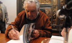 Mujica promove livro autorizado, mas nega frase sobre ex-presidente Lula