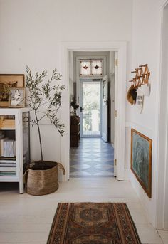 / sfgirlbybay indoor olive tree styled in woven basket in vintage modern home. The post friday finds. / sfgirlbybay appeared first on Welcome! Vintage Modern, Vintage Home Décor, Vintage Style Decor, Modern Vintage Bedrooms, Retro Vintage, Home Interior, Interior Styling, Interior Lighting, Indoor Olive Tree