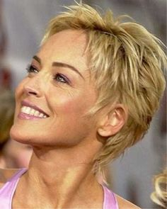 Resultado de imagem para Short Hair Styles For Older WomenBest Sharon Stone Short Hairstyles, The development in the fields of vogue and films has completely altered the trend in hairstyling.kurze Frisuren - 25 Best Short Haircuts for you're afraid Sharon Stone Short Hair, Sharon Stone Hairstyles, Popular Short Hairstyles, Best Short Haircuts, Cute Hairstyles For Short Hair, Short Hair Cuts For Women, Curly Hair Styles, Edgy Hairstyles, Haircut Short