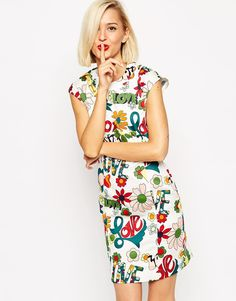 Love+Moschino+Sleeveless+Shift+Dress+In+Floral+Love+Print