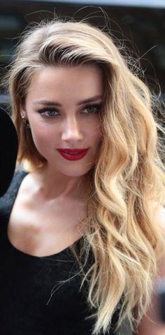 Amber Heard, un beauty look rétro et sensuel pour ses fans !