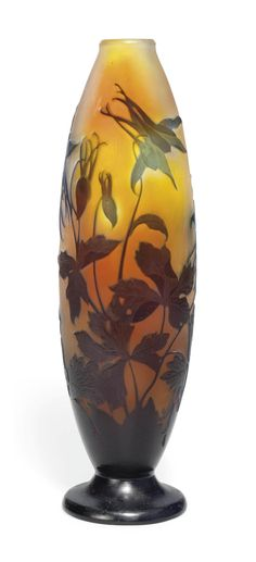 A GALLÉ CAMEO GLASS 'COLUMBINE' VASE -  CIRCA 1900