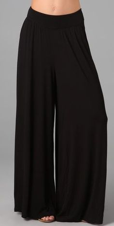 Black Palazzo Pants-- these look so comfy. Black Palazzo Pants, Modelos Plus Size, Pantalon Large, Mode Inspiration, Mode Style, Wide Leg Pants, Casual Wear, Dress Up, Cute Outfits