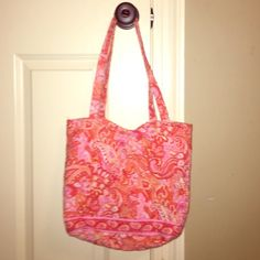 Vera Bradley Tote This is beautiful! Authentic. Only been carried once. Perfect condition. Vera Bradley Bags Totes