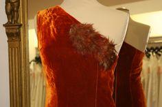 Farb- und Stilberatung mit www.farben-reich.com - asymetrisches Samtkleid von La Rose Noire Couture auf DaWanda.com