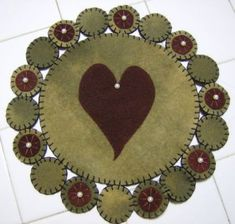 penny rugs...Heart and pearls penny rug... Very pretty!!