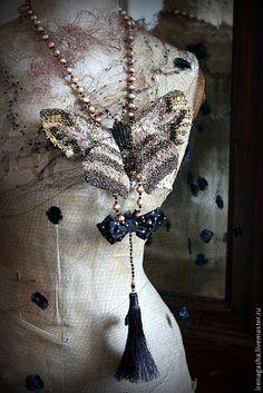 Купить Брошь B15014 - золотой, черный, брошь, бабочка, подвеска, бусы, колье, вышивка ручная