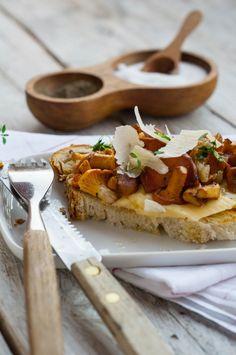 Bread, cheddar, mushrooms. Perfect snack.