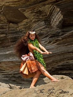 Polynesian Girls, Polynesian Dance, Polynesian Culture, Hula Music, Hula Girl Tattoos, Hawaiian Hula Dance, Hawaiian People, Hula Dancers, Blue Hawaii