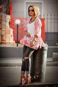 Автор блога GalantGirl о том, как шарф поможет оправдать любое цветовое безумие, как сочетать цвета и наконец научиться одеваться ярко.