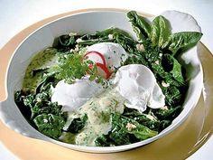 Pochierte Eier mit Spinat & Kräutersoße