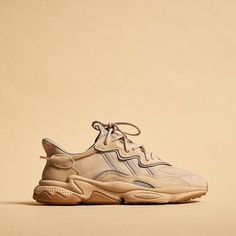 Adidas Ozweego Pale Nude - Kiss Tutorial and Ideas Addidas Sneakers, Sneakers Mode, Latest Sneakers, Sneakers Fashion, Fashion Shoes, Dad Shoes, Men's Shoes, Shoes Sneakers, Hype Shoes