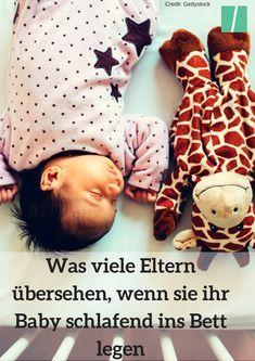 Diese wichtige Sache übersehen viele Eltern, wenn sie ihr Baby schlafend ins Bett legen #Baby #Schlaf #Schlafen #Babyschlaf #Eltern