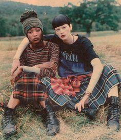 Com pés nos 1990, caso de amor entre mulheres e sapatos pesados não tem data…