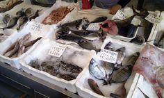 Abdallah vende il pesce a piazza vittoria (qui e dove aveva visto a Amedeo la prima volta)