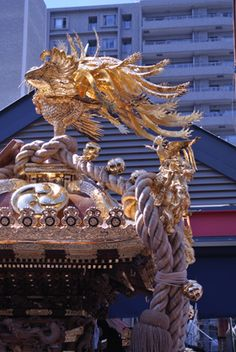 Japanese portable shrine carried in a festival Japanese Culture, Japanese Art, Japanese Festival, Japan Image, Travel Maps, Nihon, Japan Travel, Lion Sculpture, Ropes