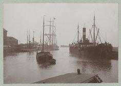 Stoomboten en zeilschepen in de haven van Harlingen, attributed to Frits Fontein Fz., ca. 1903