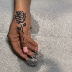 hand tattoos for women side rose - hand tattoos for women side Girly Tattoos, Mini Tattoos, Body Art Tattoos, Small Tattoos, Tatoos, Tattoo Drawings, Small Women Tattoos, Thumb Tattoos, Foot Tattoos Girls