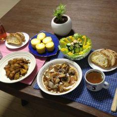 このトウモロコシは、粒が大きくてスゴ〜ク甘くて美味し〜!アサリのトマト煮も白ワインで煮たから風味が良くてメッチャ美味しいよ〜!これはが合うねって事で、お茶を下げてにしちゃいました。f^_^;) - 10件のもぐもぐ - アサリのトマト煮、豚肉とじゃがいもの味噌バター炒め、蒸しとうもろこし、パプリカサラダ、コーンパン、コンソメスープ by pentarou