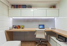 Espaços de trabalho translation missing: pt.style.espaços-de-trabalho.moderno por Carmen Calixto Arquitetura