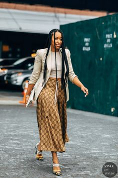 New York SS 2019 Street Style: Shiona Turini Archives Select Month September 2019 August 2019 July 2019 June 2019 May 2019 April 2019 March 2019 February 2019 January 2019 Dece New York Street Style, Street Style Blog, Casual Street Style, Street Chic, Street Styles, Street Fashion, Street Looks, Street Outfit, Dress For Success