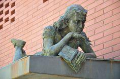 Nel mese della memoria non poteva mancare la recensione di un classico:Il diario di Anna Frank. Una recensione di Francesco Feola