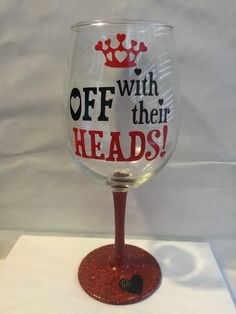 Off With Their Heads Queen of hearts wine glass par GirlMeetsGinger