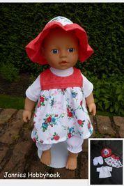 Voor de kleine BabyBorn (32cm), hoedje, zomerjurk, broekje en t-shirt. Patroon Christel Dekker