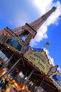 The merry-go-round of the Eiffel Tower. The incomparable work of Alain Boussac