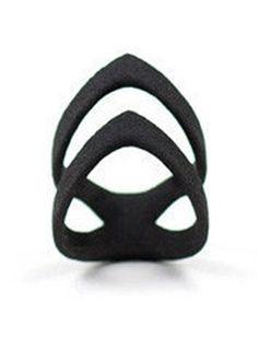 """The """"Hunt"""" ring in black"""