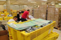 Força-tarefa na Prodesp imprime e envia pelos Correios os documentos de veículos dos proprietários que fizeram o licenciamento antecipado com o pagamento do IPVA em janeiro de 2015 (Crédito: Divulgação/Prodesp)