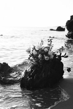 Beach wedding inspiration by wedoido // wedding flowers, wedding photography // Santorini Wedding Venue, Greece Wedding, Wedding Trends, Wedding Styles, Luxe Wedding, Dream Wedding, Wedding Ideas, Swimming Photography, Night Swimming