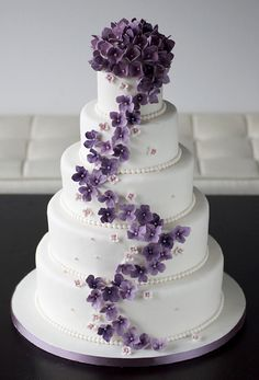 wedding cakes richmond hill 3 tier shaped wedding cake roses cascading 25368