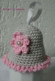 Bit of Color: Haken voor de Paastafel Crochet Christmas Ornaments, Christmas Knitting, Christmas Bells, Crochet Angels, Crochet Lace, Free Crochet, Big Knits, Crochet Decoration, Easter Crochet
