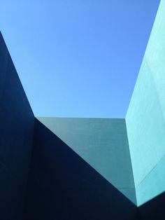 Photo - Vogue house space for AR Architecture, participants of Latin American Architecture Biennial Minimal Photography, Abstract Photography, Film Photography, Photography Ideas, Urbane Fotografie, Plakat Design, Color Stories, Blue Aesthetic, Color Theory