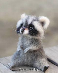 Needle Felted Animals, Felt Animals, Cute Raccoon, Racoon, Cute Fantasy Creatures, Felt Crafts Patterns, Pet Mice, Needle Felting Tutorials, Felt Mouse