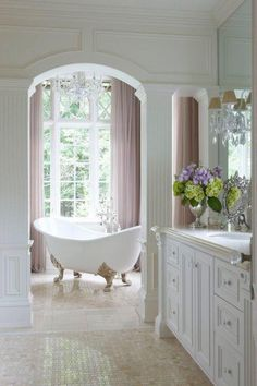 Beautiful bath tub for a relaxing soak!