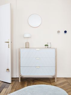 Scène boudoir by hartô - zoom sur la nouvelle commode MARIUS- gris clair & la nouvelle lamp nina #inspiration #home #hartô #decoration #product #commode #marius #mirror #patère #lamp #nina #new #sept2016