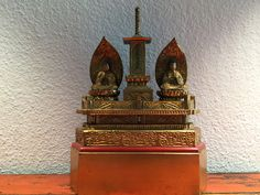 Wooden alter with a pair of Buddhas. Japan. 20th cent.