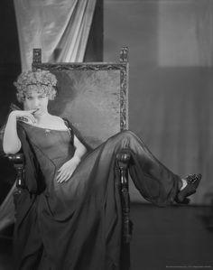 Emil Otto Hoppé :: Dorothy Gish, silent film actress, 1924