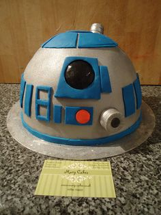 "R2-D2 cake by ""Mary Cakes"""