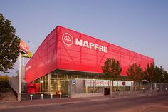 Image 10 of 37 from gallery of Mapfre Automovile Services Centre / Beriot, Bernardini Arquitectos. Photograph by Miguel de Guzmán Industrial Architecture, Metal Panels, Canopy, Entrance, Centre, Multi Story Building, Construction, Exterior, Outdoor Decor