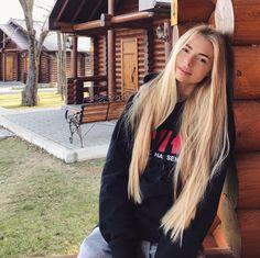 Haar schönheit Straight Long Blonde - - How To Deal With Hair Growth? Beautiful Long Hair, Gorgeous Hair, Hair Inspo, Hair Inspiration, Rapunzel Hair, Very Long Hair, Hair Looks, Straight Hairstyles, Her Hair